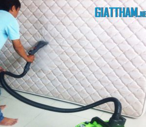 Giặt đệm phòng ngủ bằng hơi nước nóng