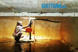 Thau cọ rửa bể xử lý nước sạch nhiễm dầu